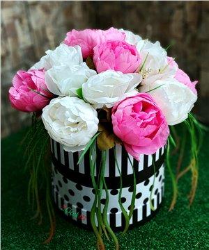 Kutuda Yapay Karma Çiçek Tanzimi