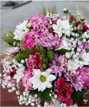 Kare Cam Vazoda Mevsim Çiçekleri