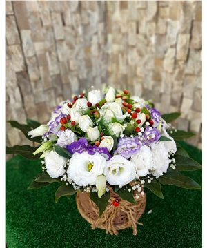 Mor/Beyaz Lisiyantuslar ve Beyaz Güller