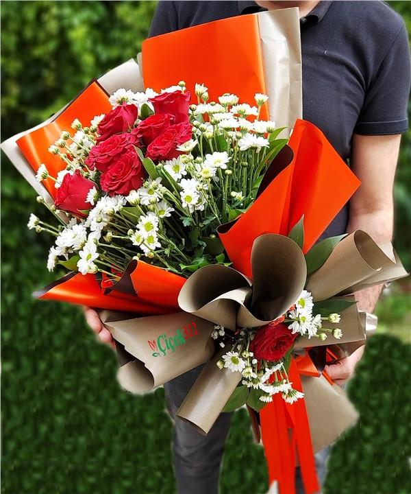 Güller ve Papatyalar