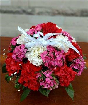 Cam Kasede Karanfil ve Hüsnüyusuf Çiçekleri