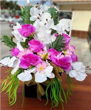 Kutuda Yapay Çiçekler