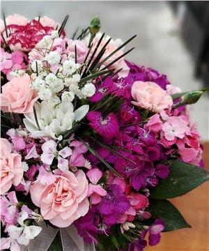 Küre Cam Vazoda Karma  Çiçekler