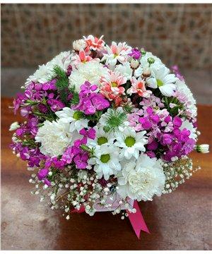 Küre Cam Vazoda Bahar Çiçekleri