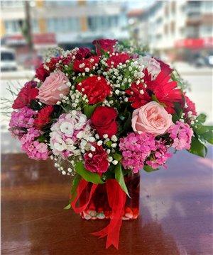 Kare Cam Vazoda Karma Çiçek Aranjmanı