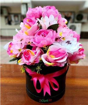Kutuda Karma Yapay Çiçek Tanzimi